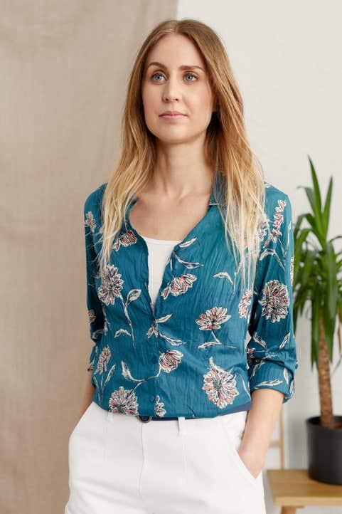 Larissa Shirt Model Image