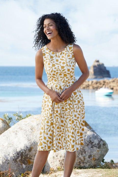 Merthen Dress Model Image