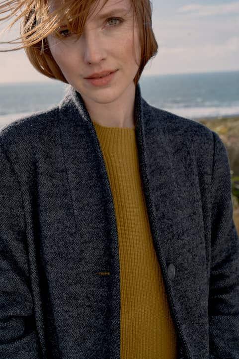 Kelsey Head Coat  Model Image