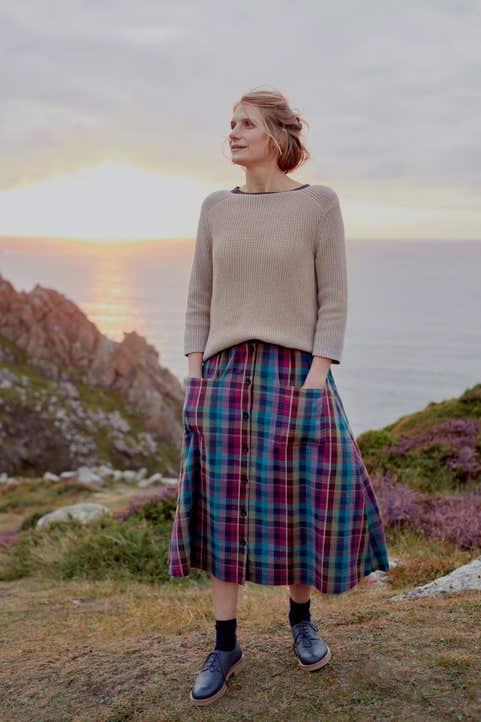 Pebble Drop Skirt Model Image
