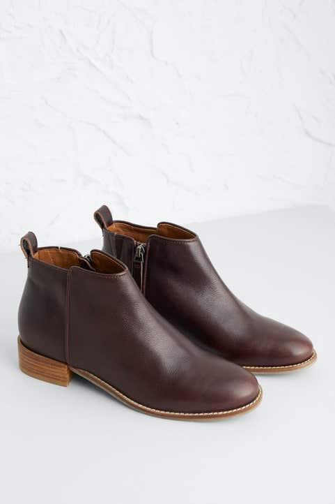 Spirit Walk Boot  Model Image