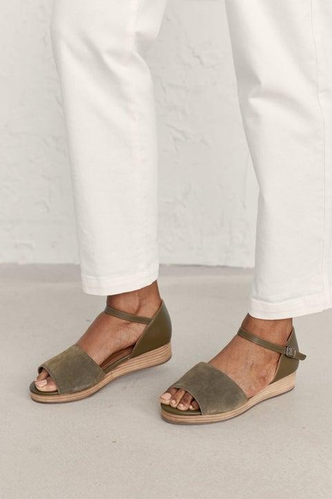 Pine Grove Shoe Model Image