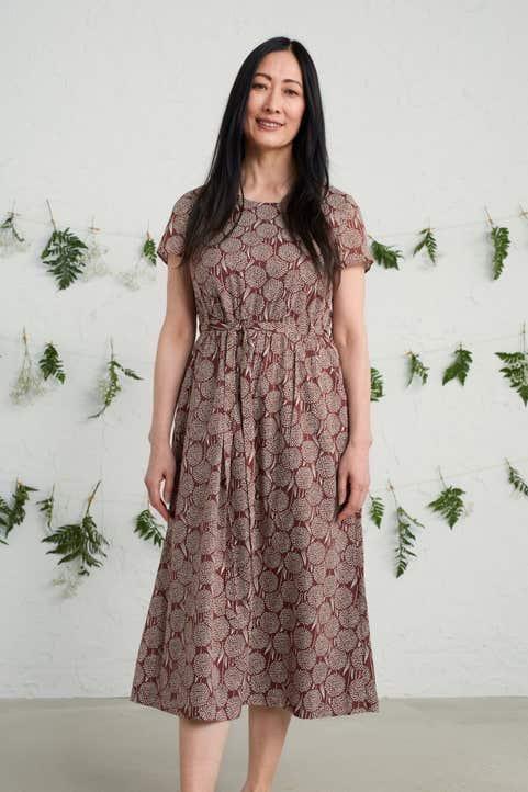 Short-sleeved Seacoast Dress Model Image