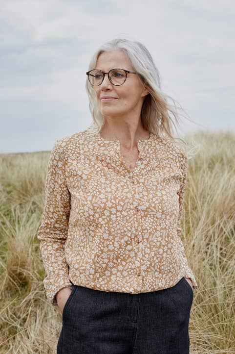 Sol Cottage Shirt Model Image